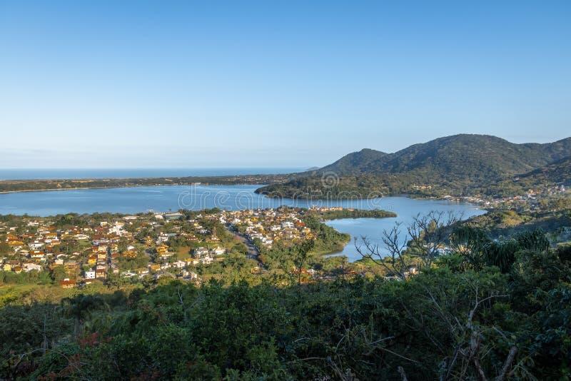 Vue aérienne de Lagoa DA Conceicao et chant DA Lagoa - Florianopolis, Santa Catarina, Brésil photographie stock