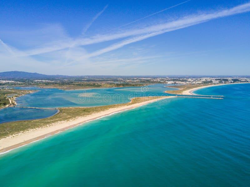 Vue aérienne de Lagos et d'Alvor, Algarve, Portugal images libres de droits