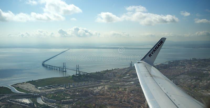Vue aérienne de Lisbonne - Vasco da Gama Bridge photographie stock libre de droits