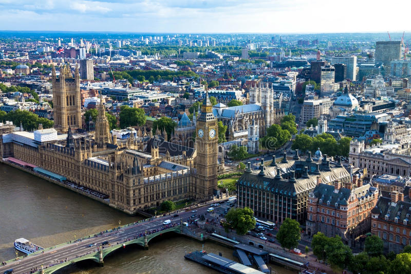 Vue aérienne de Londres avec des maisons du Parlement, de Big Ben et d'Abbaye de Westminster l'angleterre photo libre de droits