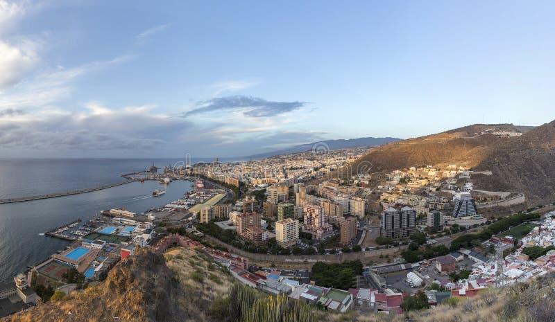 Vue aérienne de matin de Santa Cruz, capitale des Îles Canaries image stock