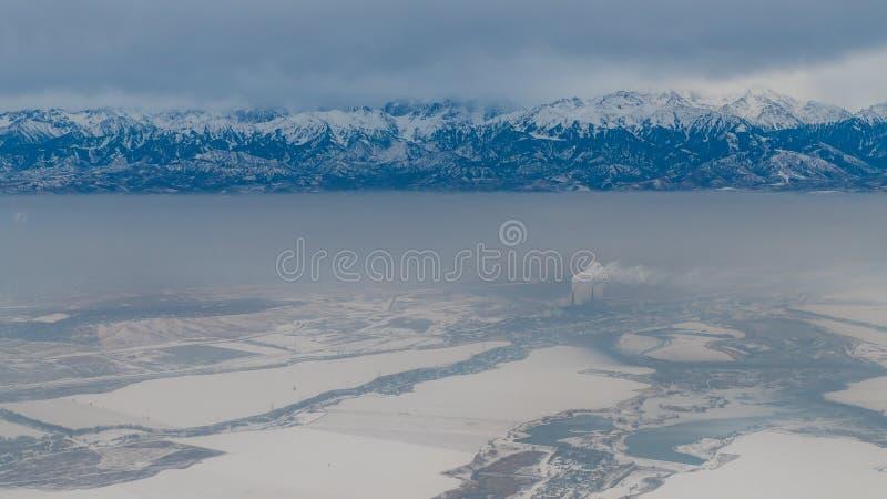 Vue aérienne de montagne de Pik Talgar près d'Almaty dans le dur de Kazakhstan photographie stock