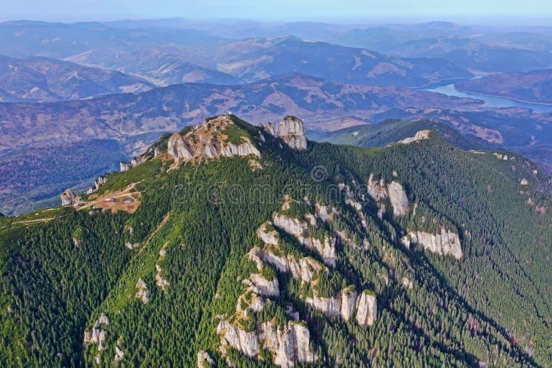 Vue aérienne de montagne rocheuse photos stock
