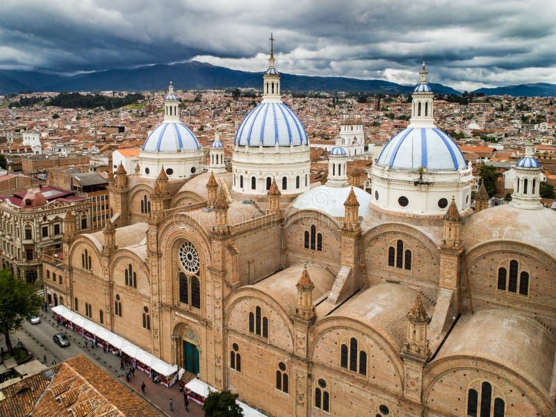 Vue aérienne de nouvelle cathédrale au centre de Cuenca, Equateur photo libre de droits