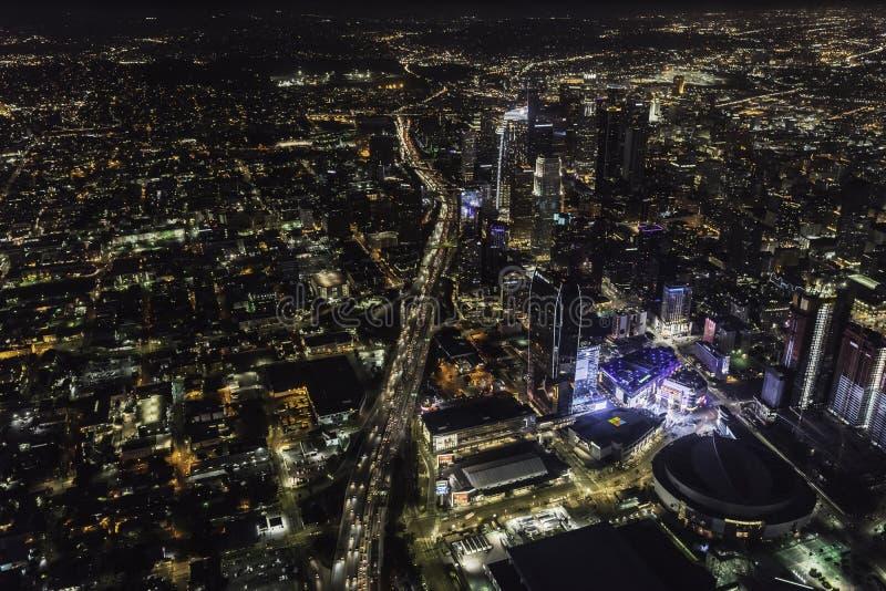 Vue aérienne de nuit de Harbor Freeway et de Los Angeles la Californie image libre de droits