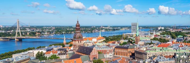 Vue aérienne de panorama de vieille ville, Riga, Lettonie photographie stock libre de droits