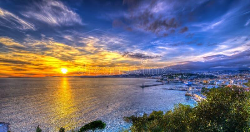 Vue a rienne de plage nice au coucher du soleil photo for Piscine du soleil nice