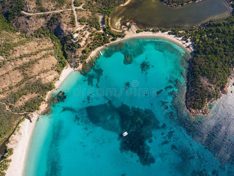 Vue aérienne de plage de Rondinara en île de Corse dans les Frances photo stock