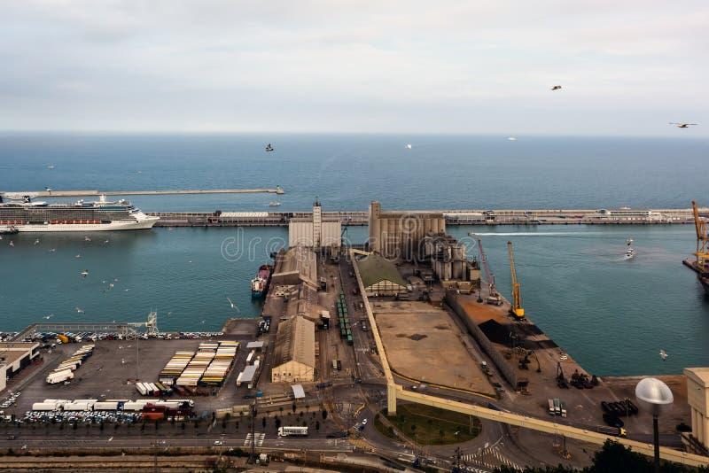 Vue aérienne de port industriel de cargaison de Barcelone photographie stock libre de droits