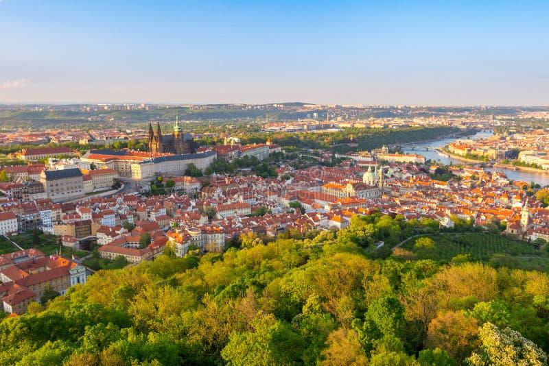 Vue aérienne de Prague de tour d'observation de colline de Petrin, République Tchèque image stock