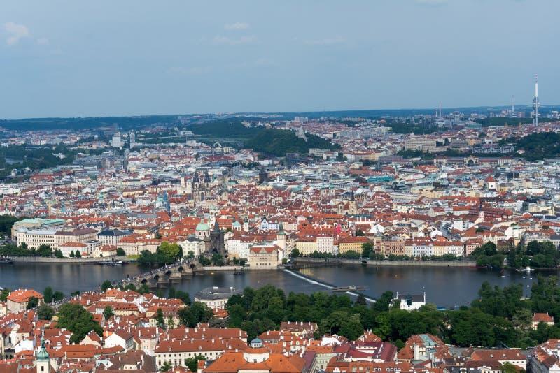 Vue aérienne de Prague de tour de Petrin image stock
