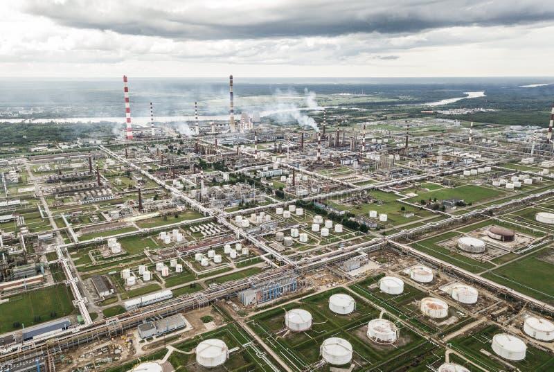 Vue aérienne de raffinerie de pétrole photos libres de droits