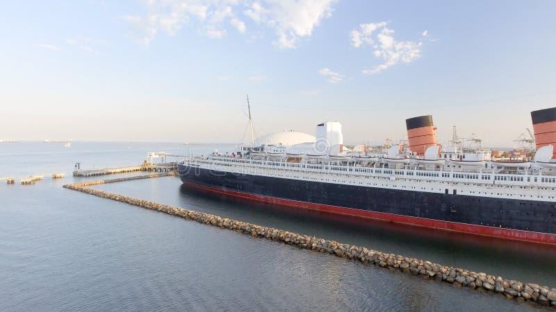 Vue aérienne de revêtement d'océan de RMS Queen Mary, Long Beach, CA photo stock