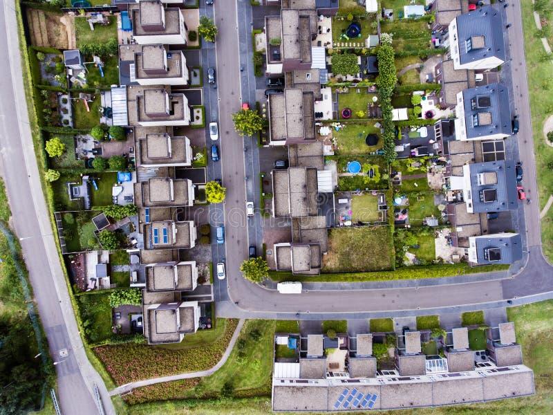 Vue aérienne de rue néerlandaise avec les maisons blanches image libre de droits