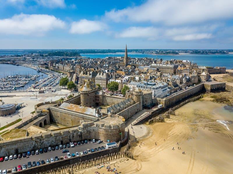 Vue aérienne de Saint Malo, ville des corsaires - en Bretagne, France photographie stock