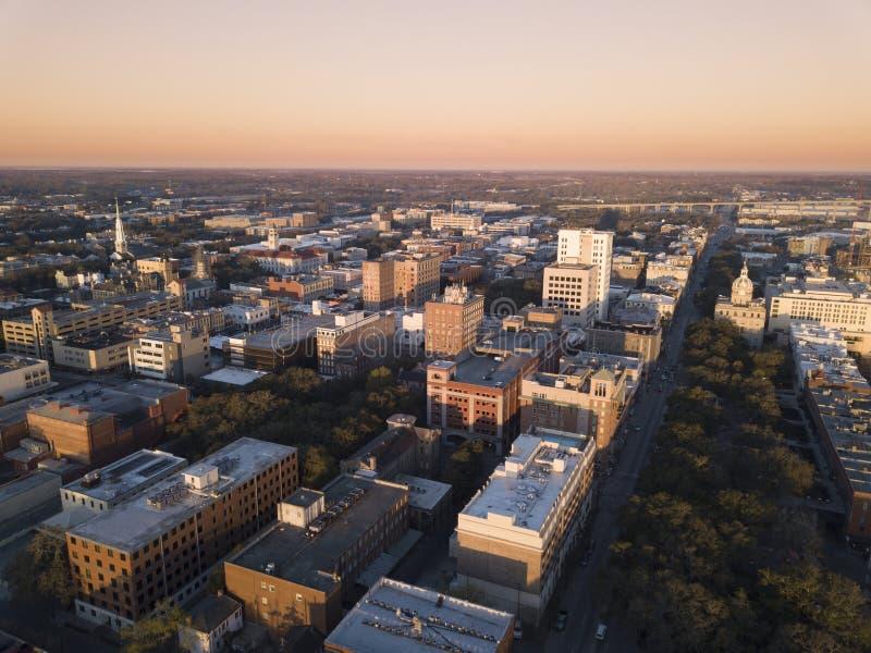 Vue aérienne de Savannah Georgia du centre à la première lumière image stock