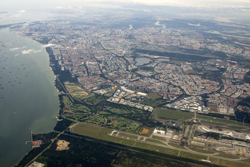 Vue aérienne de Singapour avec l'aéroport images libres de droits