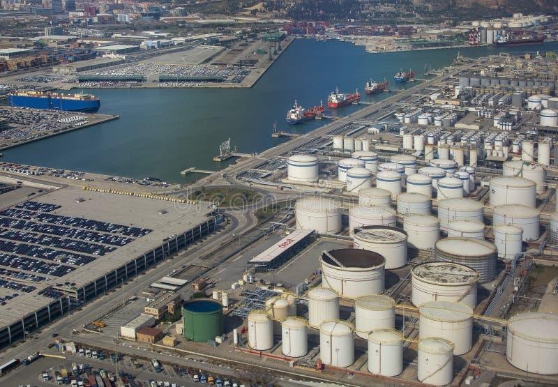 Vue aérienne de stockage Barcelone de dépôts de gas et de pétrole de pétrole photos stock