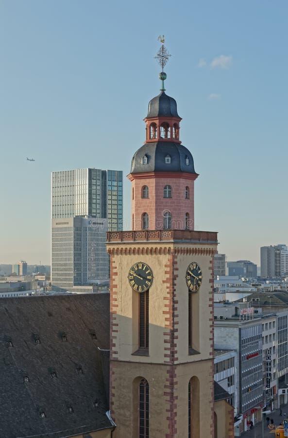 Vue aérienne de tour de Catherine Lutheran Church de saint de Francfort photographie stock