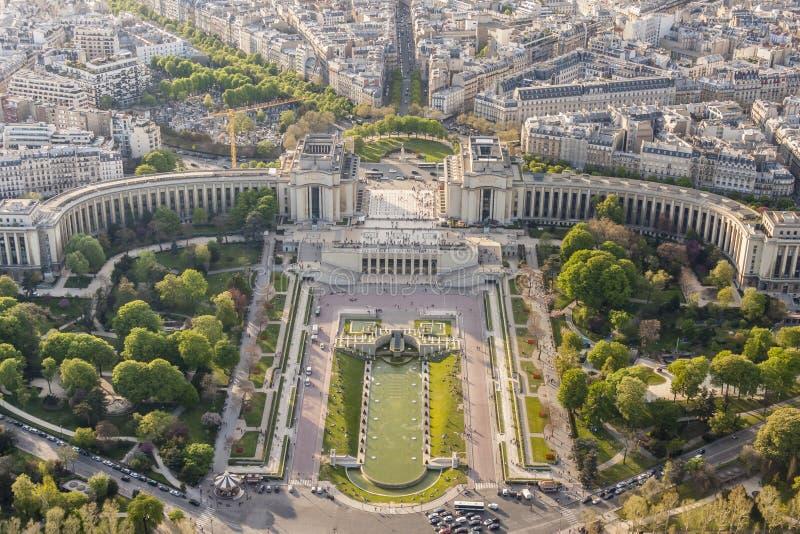 Vue aérienne de Tour Eiffel sur le Champ de Mars - Paris. photographie stock