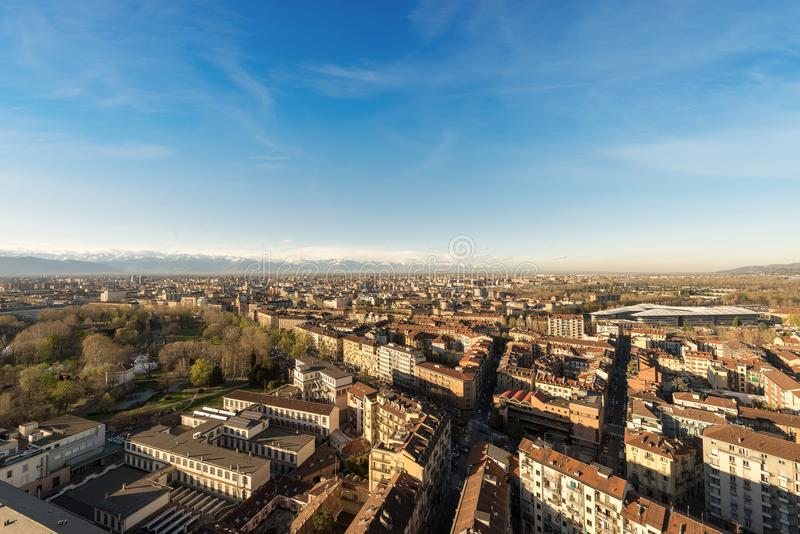 Vue aérienne de Turin avec les Alpes italiens - Italie photos stock