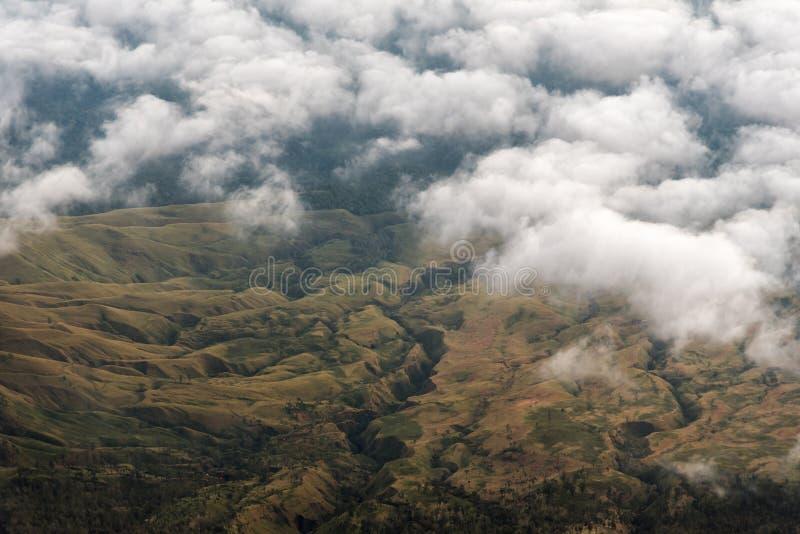 Vue aérienne de vallée de montagne le matin du sommet du bâti Rinjani Île de Lombok, Indonésie image libre de droits