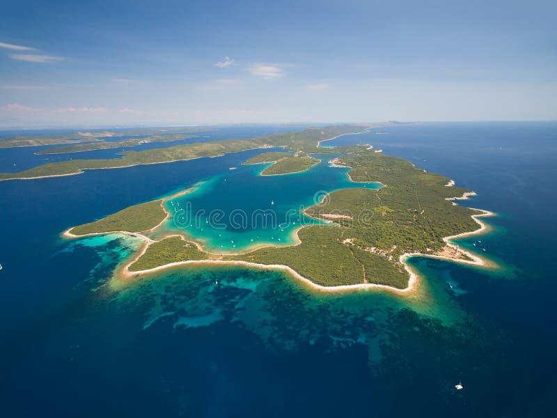 Vue aérienne de Veli Rat sur l'île adriatique Dugi Otok photos stock
