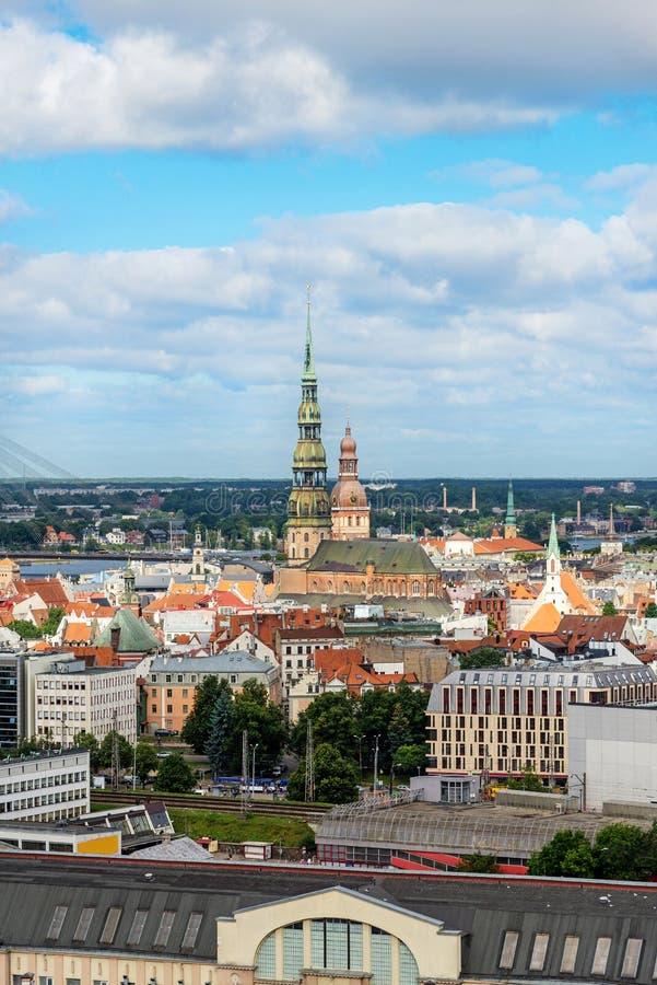 Vue aérienne de vieille ville de l'académie des sciences, Riga, Lettonie photo stock
