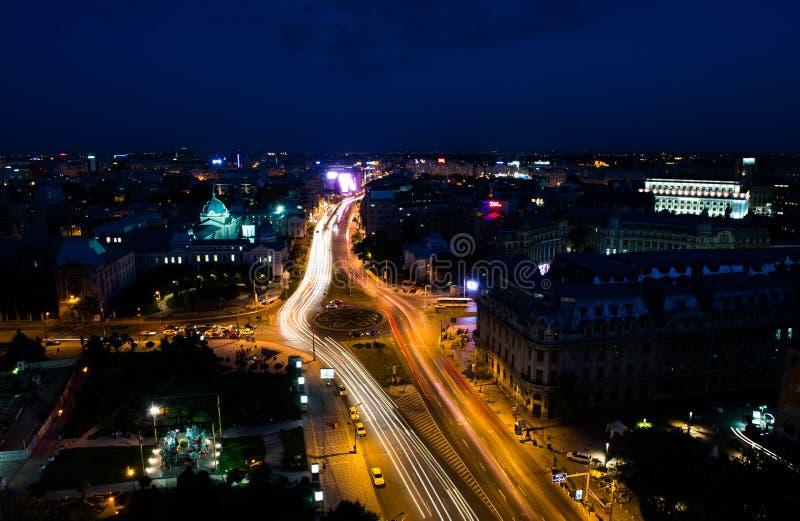 Vue aérienne de ville de Bucarest par nuit image libre de droits