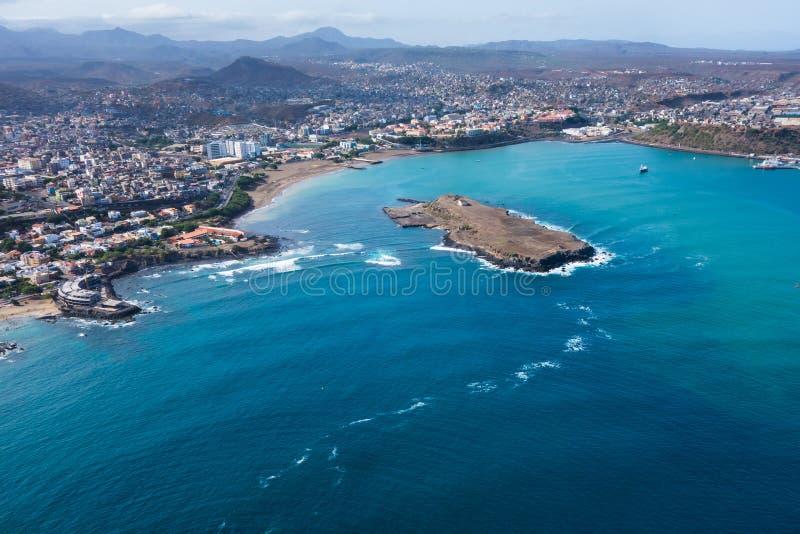 Vue aérienne de ville de Praia à Santiago - la capitale du Cap Vert est image libre de droits