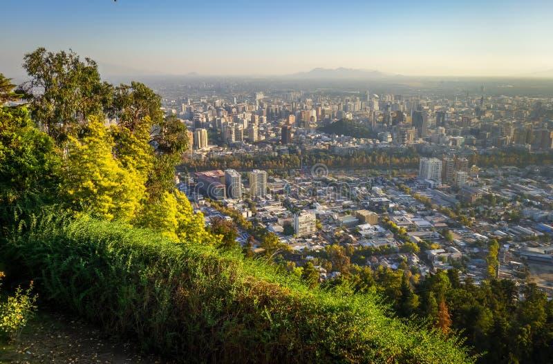 Vue aérienne de ville de Santiago, Chili photos stock