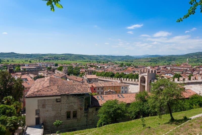 Vue aérienne de ville de Soave Horizontal italien images libres de droits