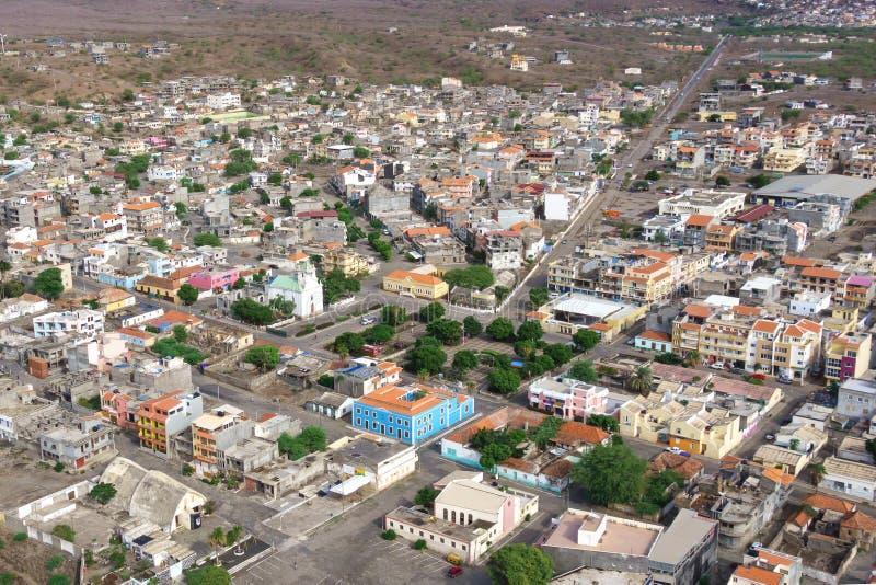 Vue aérienne de ville de Tarrafal en île de Santiago au Cap Vert - photographie stock