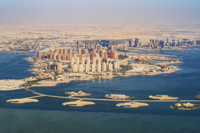 Vue aérienne de ville Doha, capitale du Qatar photographie stock libre de droits