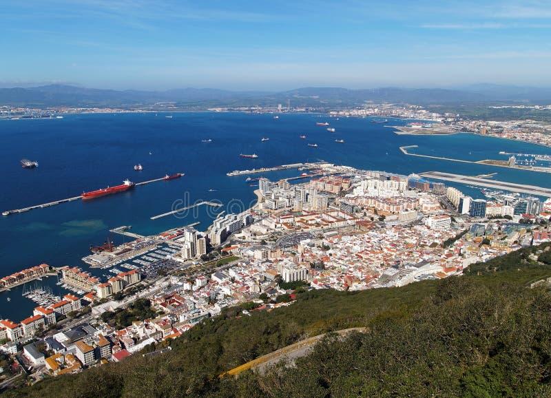 Vue aérienne de ville et de baie du Gibraltar photographie stock libre de droits