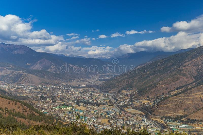 Vue aérienne de ville de Thimphou au Bhutan image stock