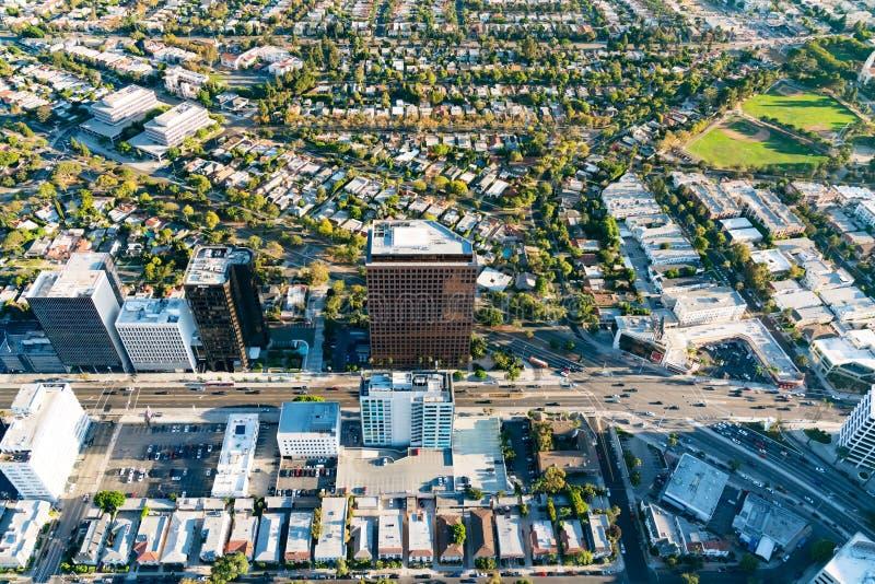 Vue aérienne des bâtiments sur le Bd. de Wilshire en LA images libres de droits