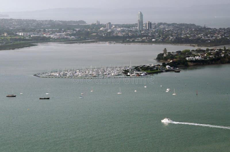 Vue aérienne des bateaux en dehors de Takapuna à Auckland NZ image libre de droits