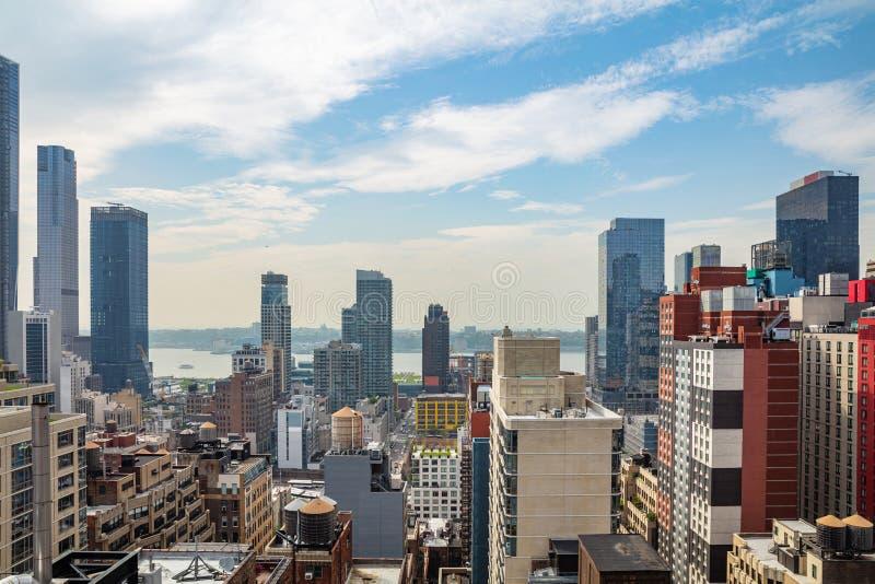 Vue aérienne des gratte-ciel de Manhattan, New York City, journée de printemps ensoleillée photo libre de droits