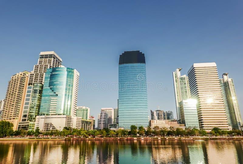 Vue aérienne des immeubles et du condominium de bureaux modernes de Bangkok dans le centre ville de ville de Bangkok, Bangkok, Th photographie stock