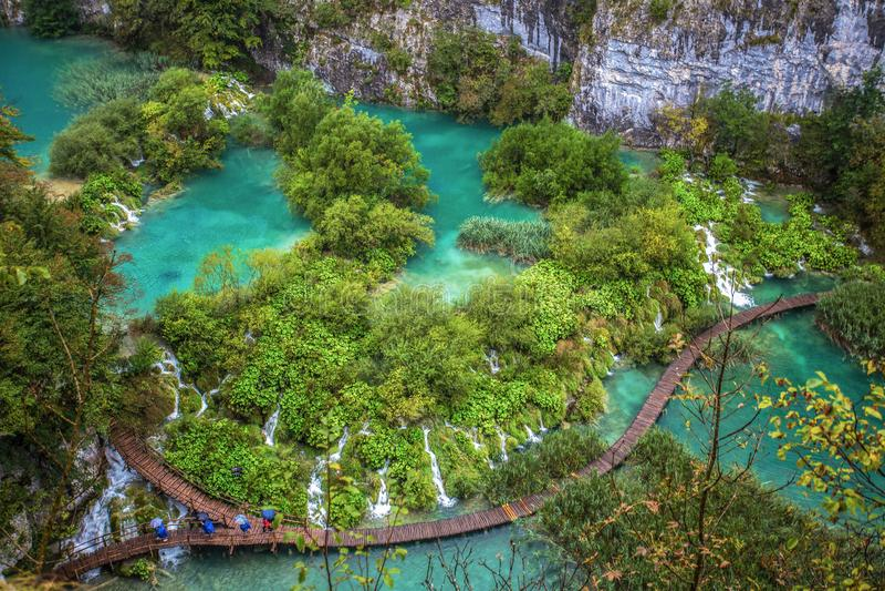 Vue aérienne des lacs et des cascades Plitvice en parc national de Plitvice, Croatie photos stock