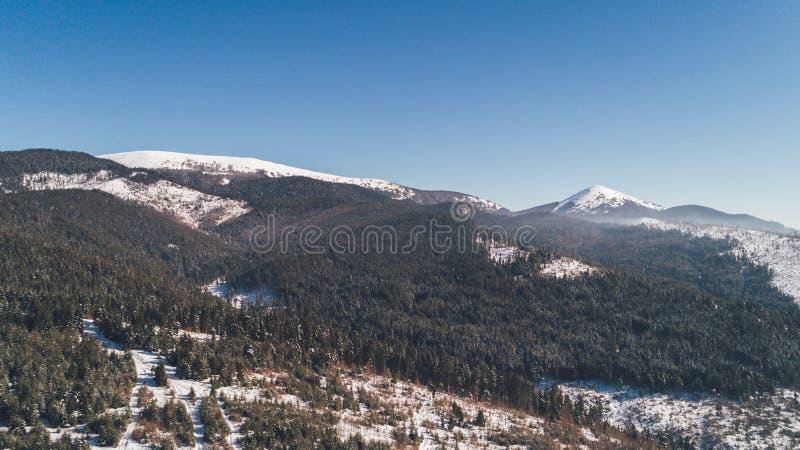 Vue aérienne des montagnes neige L'hiver photo stock