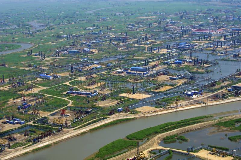 Vue aérienne des pompes à huile. photos libres de droits