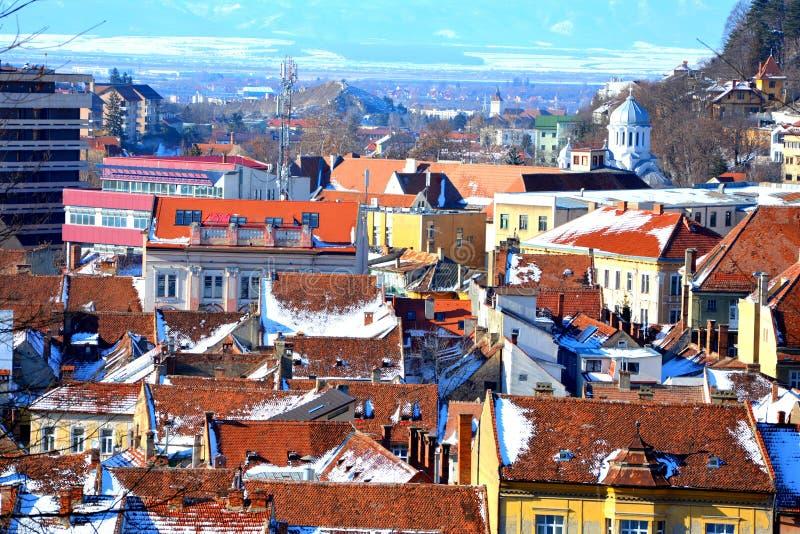 Vue aérienne des toits Paysage urbain typique de la ville Brasov, une ville situé en Transylvanie, Roumanie image stock