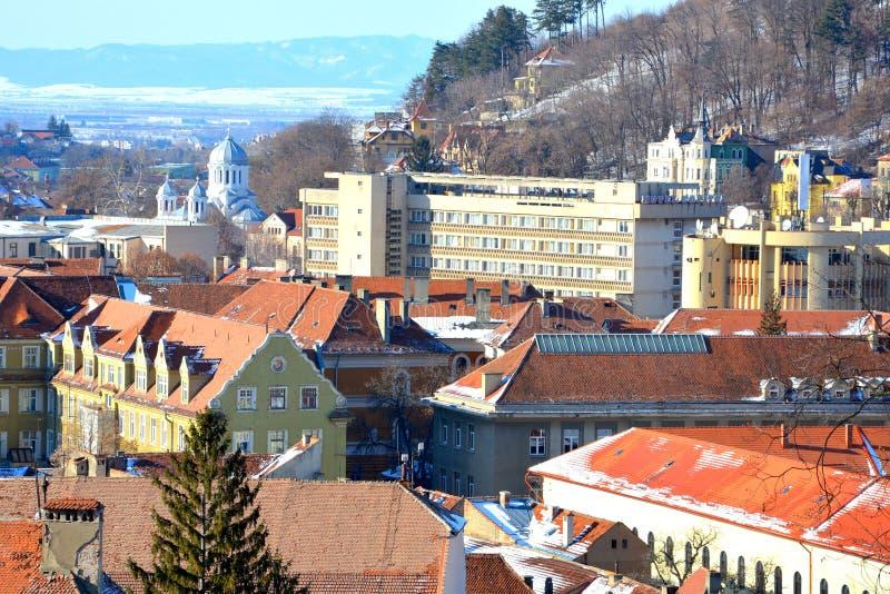 Vue aérienne des toits Paysage urbain typique de la ville Brasov, une ville situé en Transylvanie, Roumanie photo libre de droits