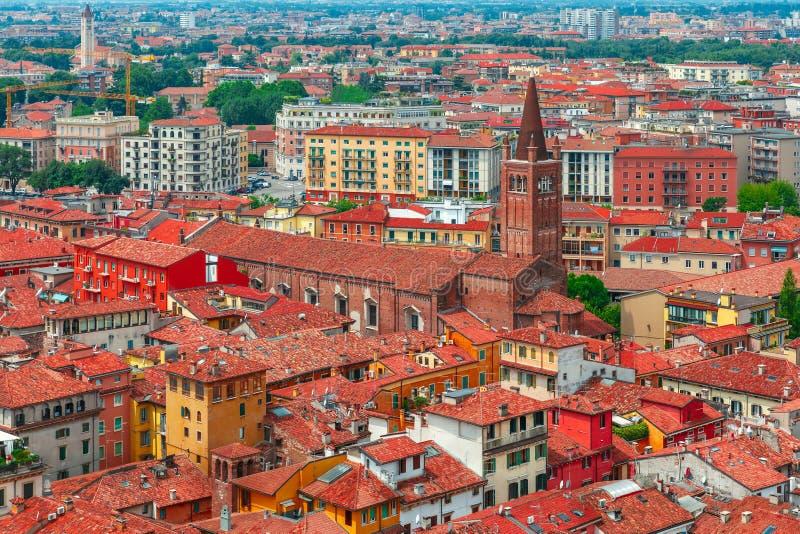 Vue aérienne des toits rouges à Vérone, Italie image libre de droits