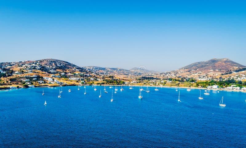 Vue aérienne des voiliers flottant en mer, Paros, Grèce photos stock