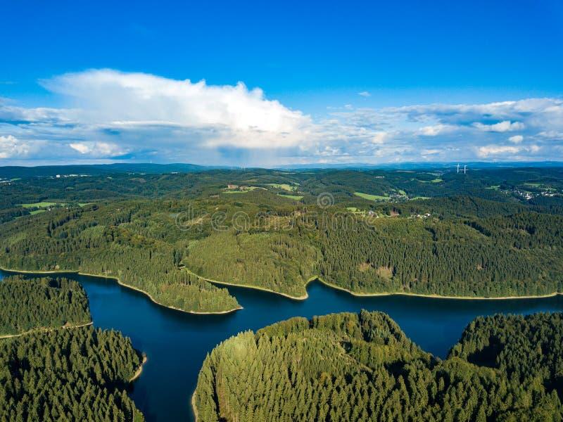 Vue aérienne du barrage de Genkeltalsperre Genkel image libre de droits
