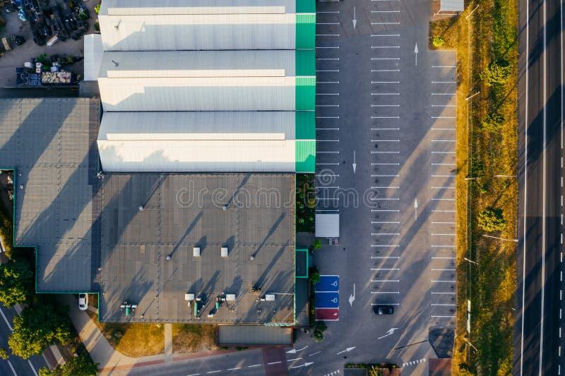 Vue aérienne du centre serveur de distribution, photographie de bourdon de la zone logistique industrielle photographie stock