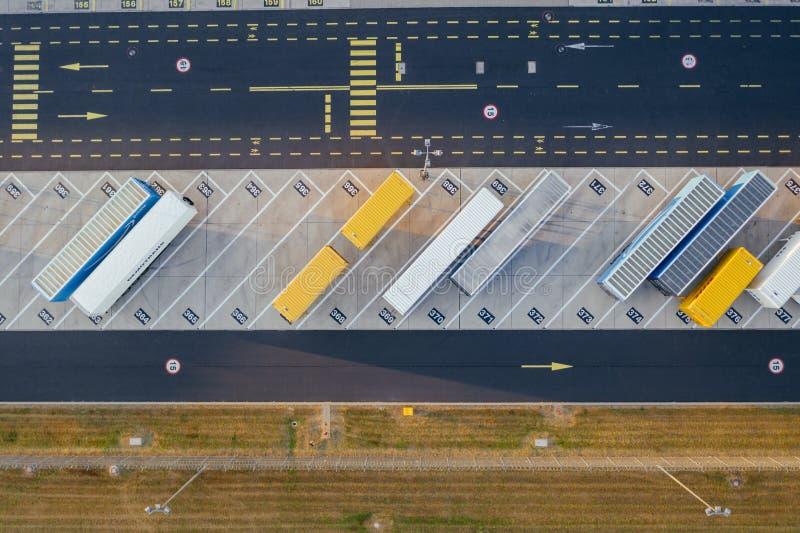 Vue aérienne du centre serveur de distribution, photographie de bourdon de la zone logistique industrielle photographie stock libre de droits